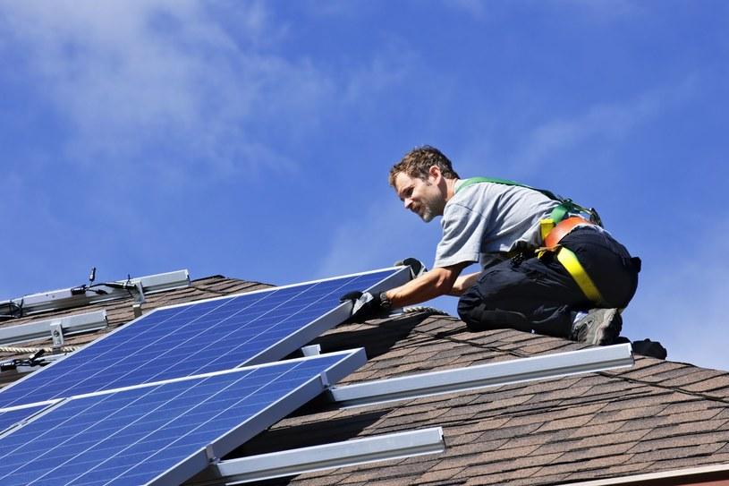 Coraz wyższe ceny prądu i innych mediów zmuszają nas do poszukiwania tańszych rozwiązań /123RF/PICSEL