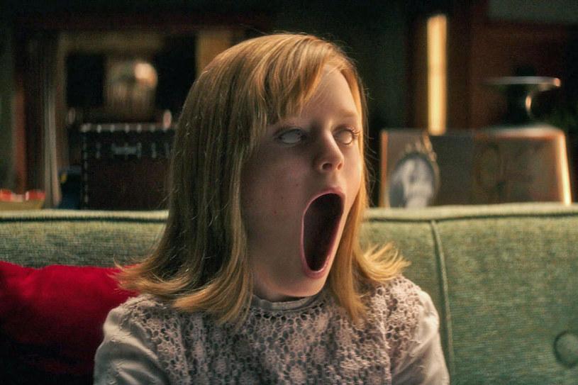 """Córka głównej bohaterki horroru """"Ouija: Narodziny zła"""" została opętana przez ducha /materiały prasowe"""