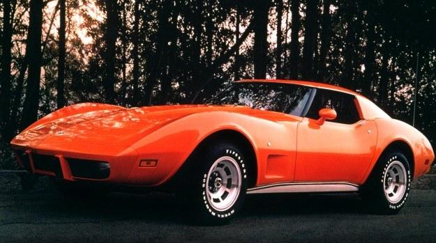 Corvette C3 z rocznika 1977. W 1969 roku powróciła nazwa Stingray, tym razem pisana łącznie. /Chevrolet