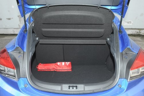 Coś za coś: piękne nadwozie, ale ciasny bagażnik (375-1025 l). /Motor