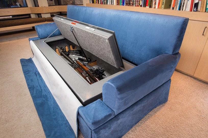 Couch Bunker jest w stanie pomieścić aż 30 sztuk broni długiej /materiały prasowe