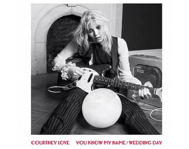 """Courtney Love na okładce singla """"You Know My Name"""" /"""