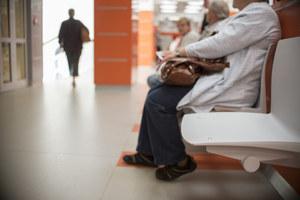 """""""Covidowy horror"""" w przychodniach. Pacjenci tłoczą się w poczekalniach"""