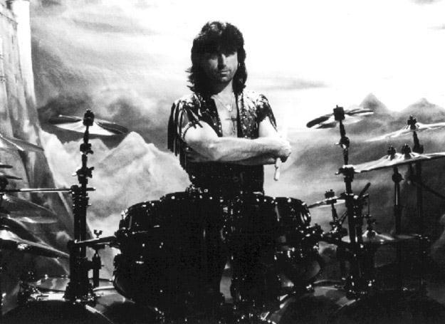 Cozy Powell w 1990 roku jako muzyk Black Sabbath /oficjalna strona wykonawcy