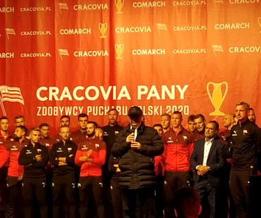 Cracovia. Janusz Filipiak podczas prezentacji trofeum za zdobycie Pucharu Polski. Wideo