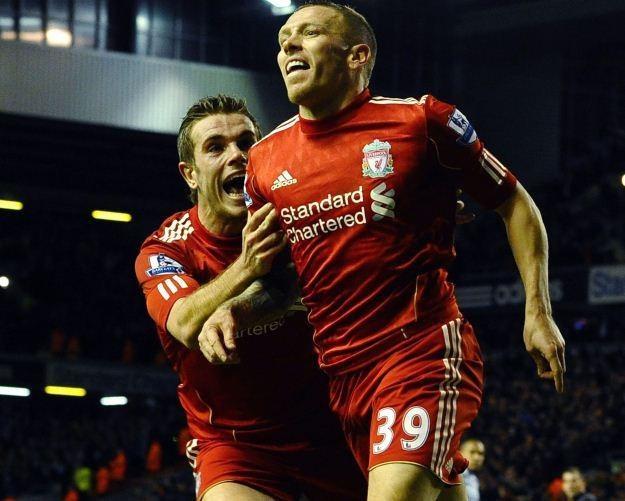 Craig Bellamy cieszy się ze zdobycia gola, który dał Liverpoolowi awans do finału Pucharu Ligi /AFP
