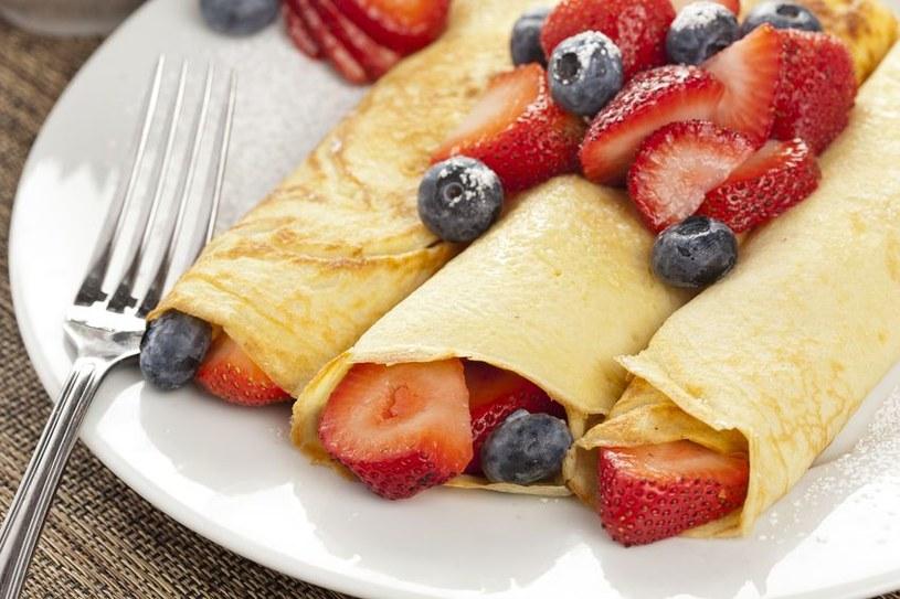 Crepes możesz podać z dowolnymi owocami /123RF/PICSEL