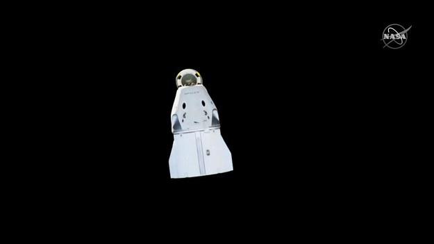 Crew Dragon po odłączeniu od Międzynarodowej Stacji Kosmicznej /NASA TV /Materiały prasowe