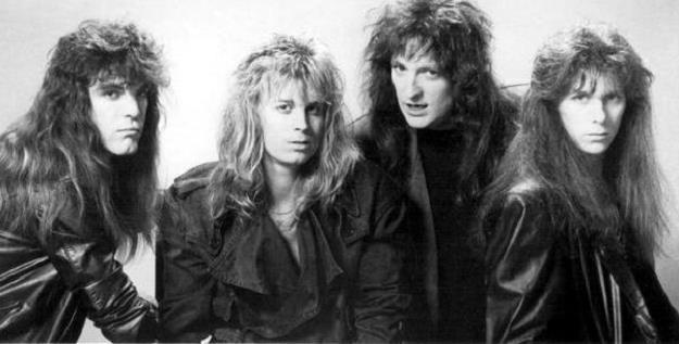 Criss Oliva (pierwszy z prawej) w składzie Savatage pod koniec lat 80. /Oficjalna strona zespołu