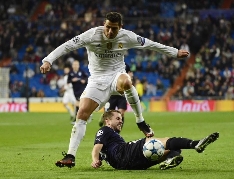 Cristiano Ronaldo (biały strój) w akcji /AFP