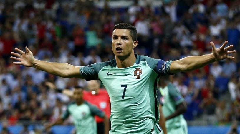 Cristiano Ronaldo celebruje strzelenie gola Walijczykom /PAP/EPA