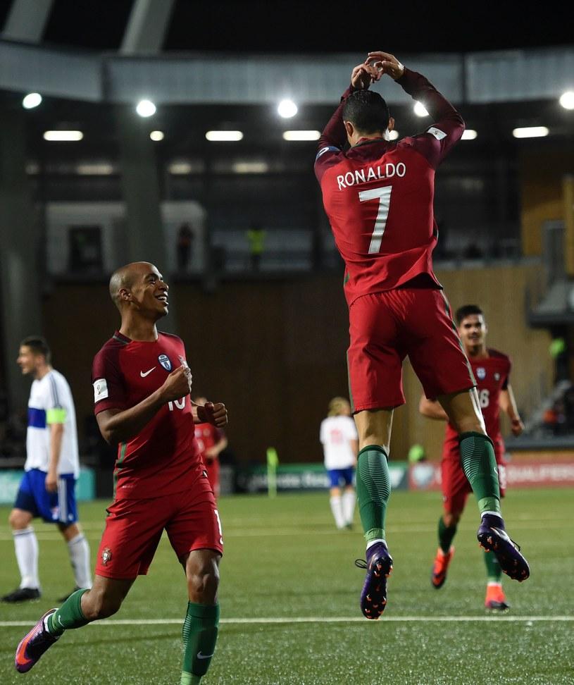 Cristiano Ronaldo cieszy się z bramki strzelonej Wyspom Owczym /AFP