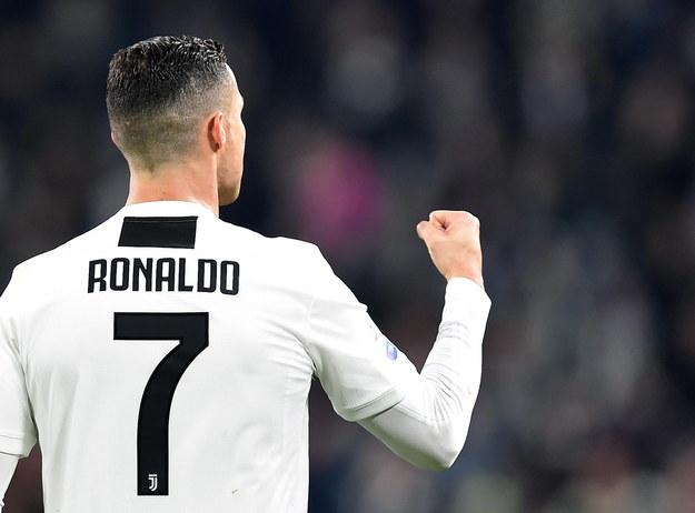 Cristiano Ronaldo cieszy się z gola na 1:0 w spotkaniu Juventusu z ekipą SPAL Ferrara /ALESSANDRO DI MARCO  /PAP/EPA