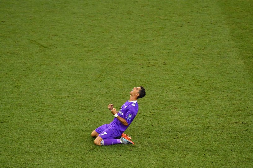 Cristiano Ronaldo cieszy się z gola strzelonego w finale /BEN STANSALL /East News