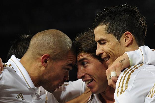 Cristiano Ronaldo fetuje z kolegami zwycięską bramkę na Camp Nou /AFP