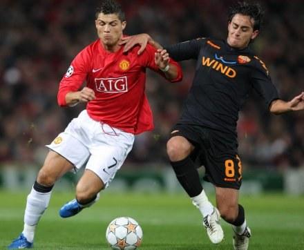 Cristiano Ronaldo i Alberto Aquilani /AFP