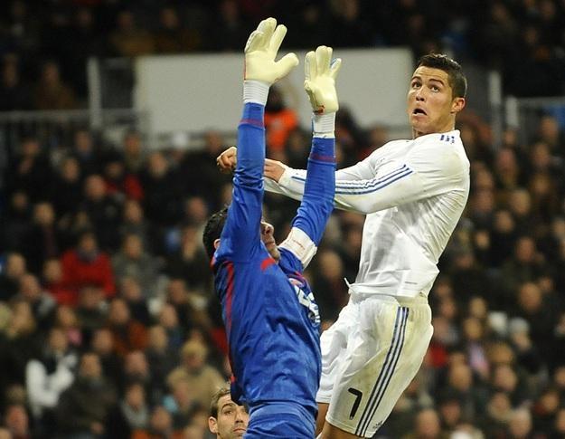 Cristiano Ronaldo i Andres Palop zagrali ze sobą już w lidze, gdzie w Madrycie Real wygrał 1-0 /AFP