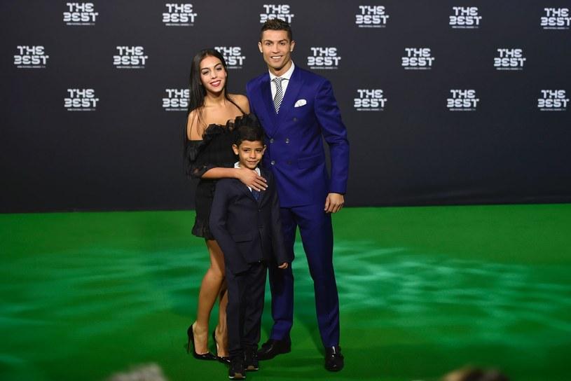 Cristiano Ronaldo i Gerogina Rozdriguez z synem piłkarza Cristiano Juniorem /AFP