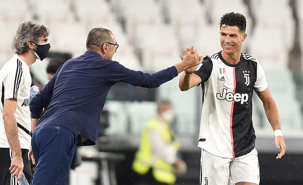 Cristiano Ronaldo i jego trener Maurizio Sarri w trakcie ligowego meczu Juventusu Turyn z Lazio Rzym /ALESSANDRO DI MARCO  /PAP/EPA