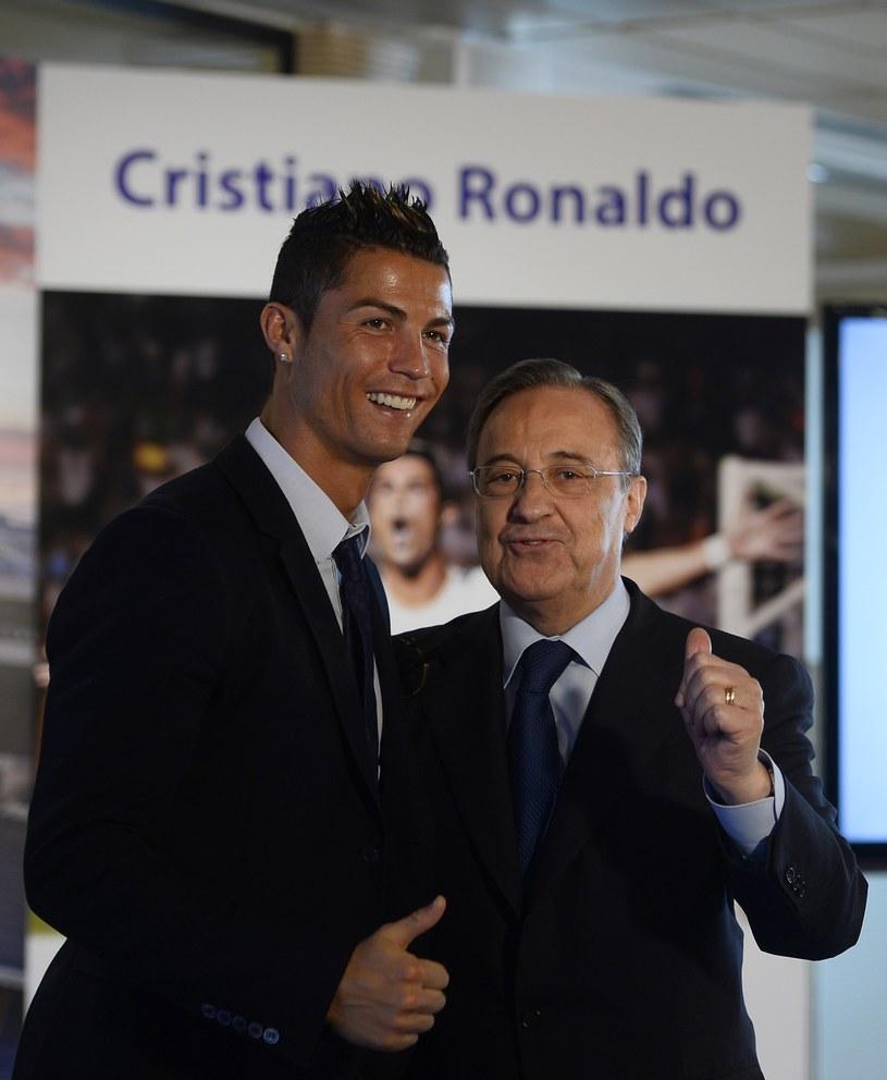 Cristiano Ronaldo i prezydent Realu Florentino Perez podczas ceremonii przedłużenia kontraktu /AFP