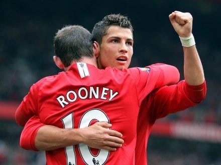 Cristiano Ronaldo i Wayne Rooney celebrują zdobytą bramkę. ManU-Wigan 4:0 /AFP