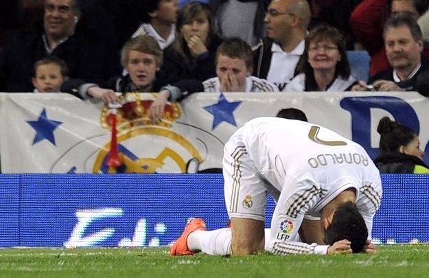 Cristiano Ronaldo ma powody do niepokoju. /AFP