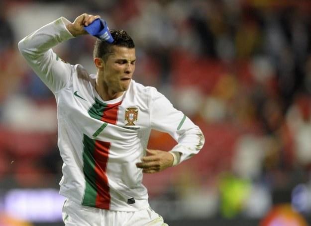 Cristiano Ronaldo miał spore pretensje do Naniego za spartaczenie pięknej akcji /AFP