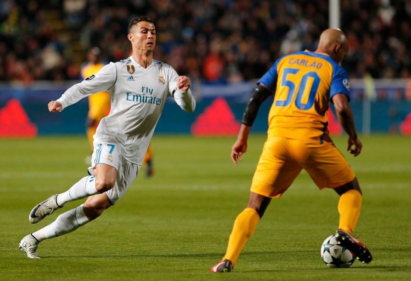 Cristiano Ronaldo naciska na stopera APOEL-u, Carlao /AFP