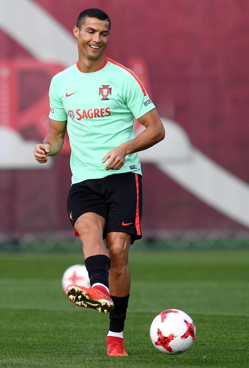 Cristiano Ronaldo nie traci dobrego humoru na zgrupowaniu reprezentacji Portugalii, przy okazji Pucharu Konfederacji. /AFP