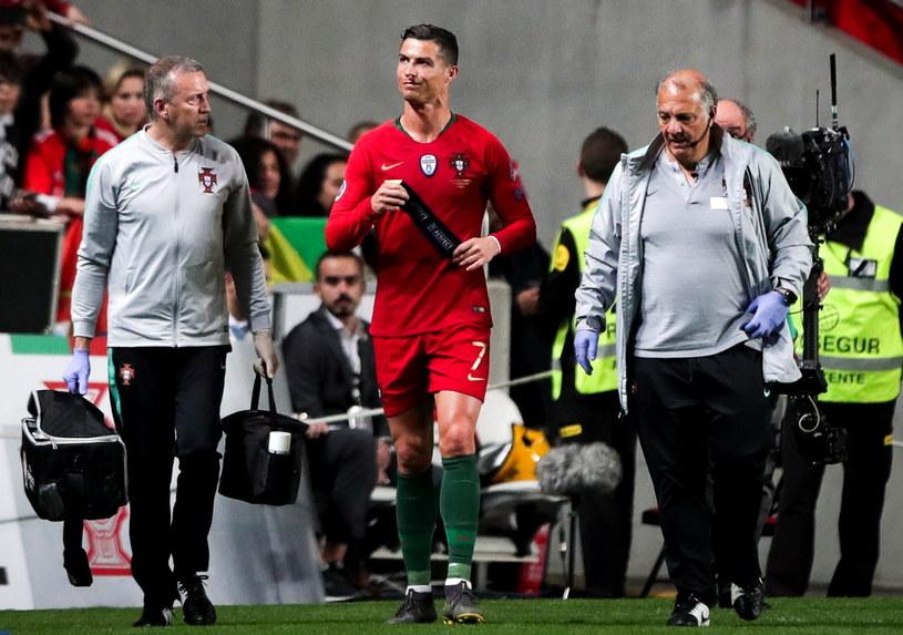 Cristiano Ronaldo opuszcza boisko w meczu z Serbią /MARIO CRUZ /PAP/EPA