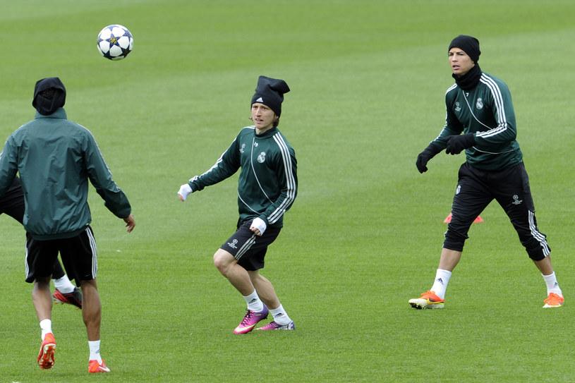 Cristiano Ronaldo (pierwszy z prawej) na treningu Realu /AFP