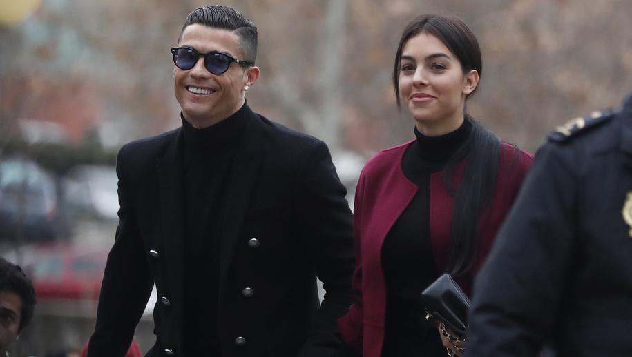 Cristiano Ronaldo pojawił się w sądzie w towarzystwie swojej partnerki, hiszpańskiej modelka Georginy Rodriguez /JAVIER LIZON /PAP/EPA