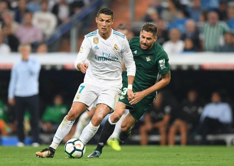 Cristiano Ronaldo w koszulce z logo Fly Emirates /AFP