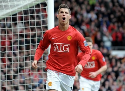 Cristiano Ronaldo w meczu z Liverpoolem strzelił swojego 25. gola w tym sezonie Premier League /AFP