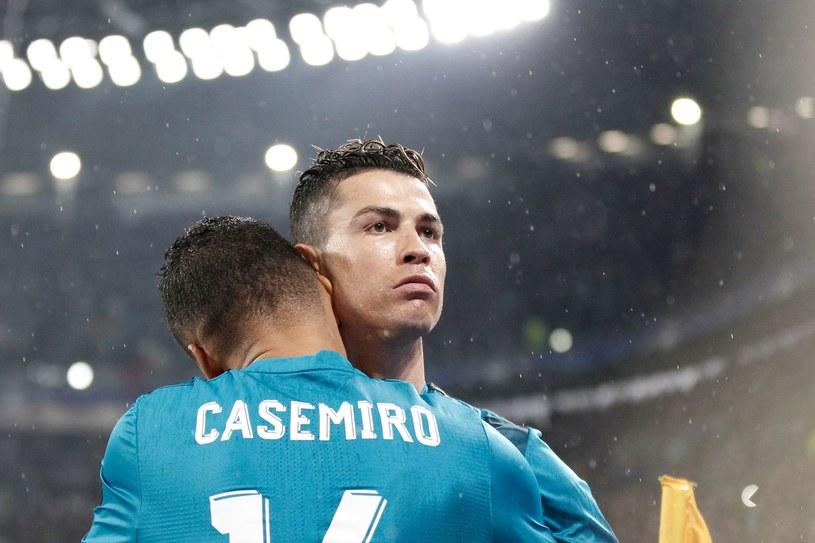 Cristiano Ronaldo w objęciach Casemiro /AFP