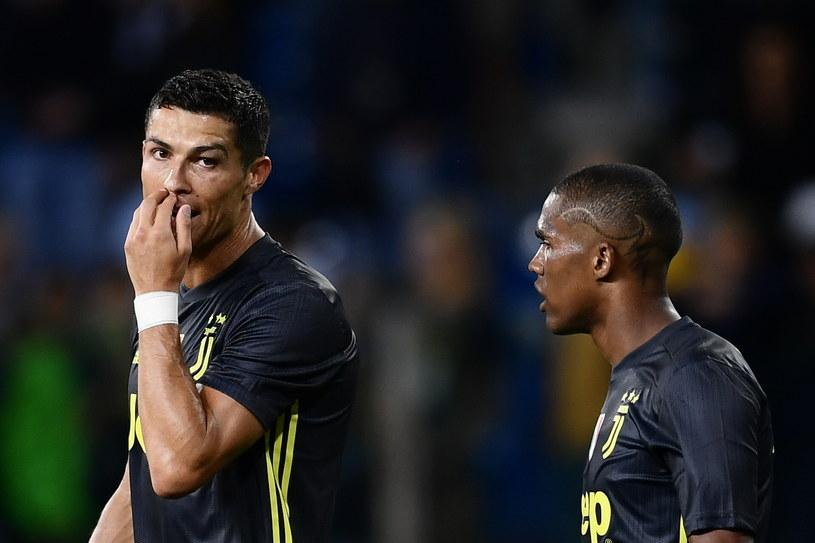 Cristiano Ronaldo w rozmowie z Douglasem Costą /MARCO BERTORELLO /AFP