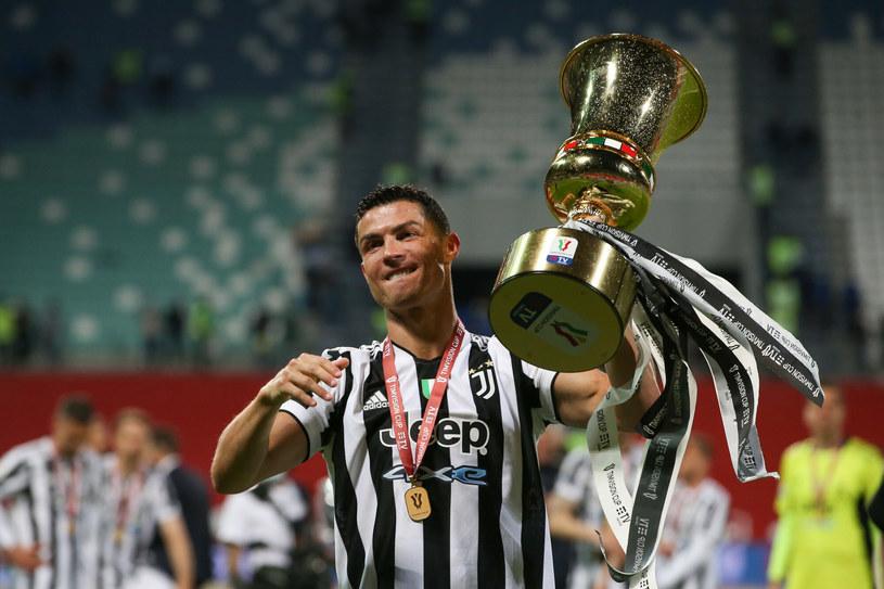"""Cristiano Ronaldo w tym sezonie nie mógł świętować z """"Juve"""" mistrzostwa, ale za to wzniósł Puchar Włoch. """"Bianconeri"""" zdobyli go pokonując Atalantę /Jonathan Moscrop/Press Association/East News /East News"""