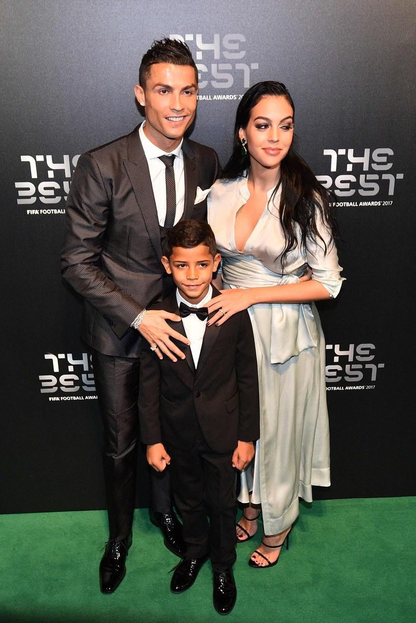 Cristiano Ronaldo z Georginą Rodriguez i synem /AFP