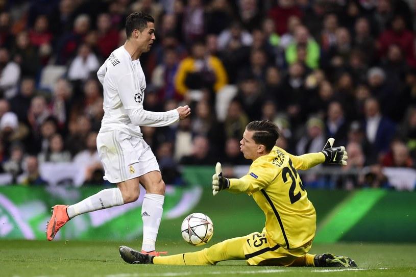 Cristiano Ronaldo (z lewej) w pojedynku z Wojciechem Szczęsnym /AFP