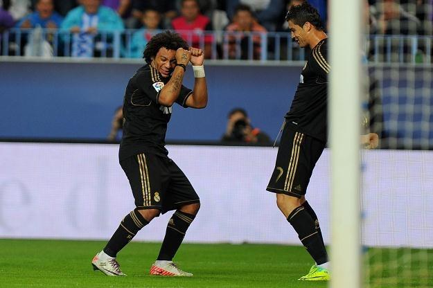 Cristiano Ronaldo (z prawej) cieszy się z gola razem z kolegą z Realu Madryt Marcelo /AFP
