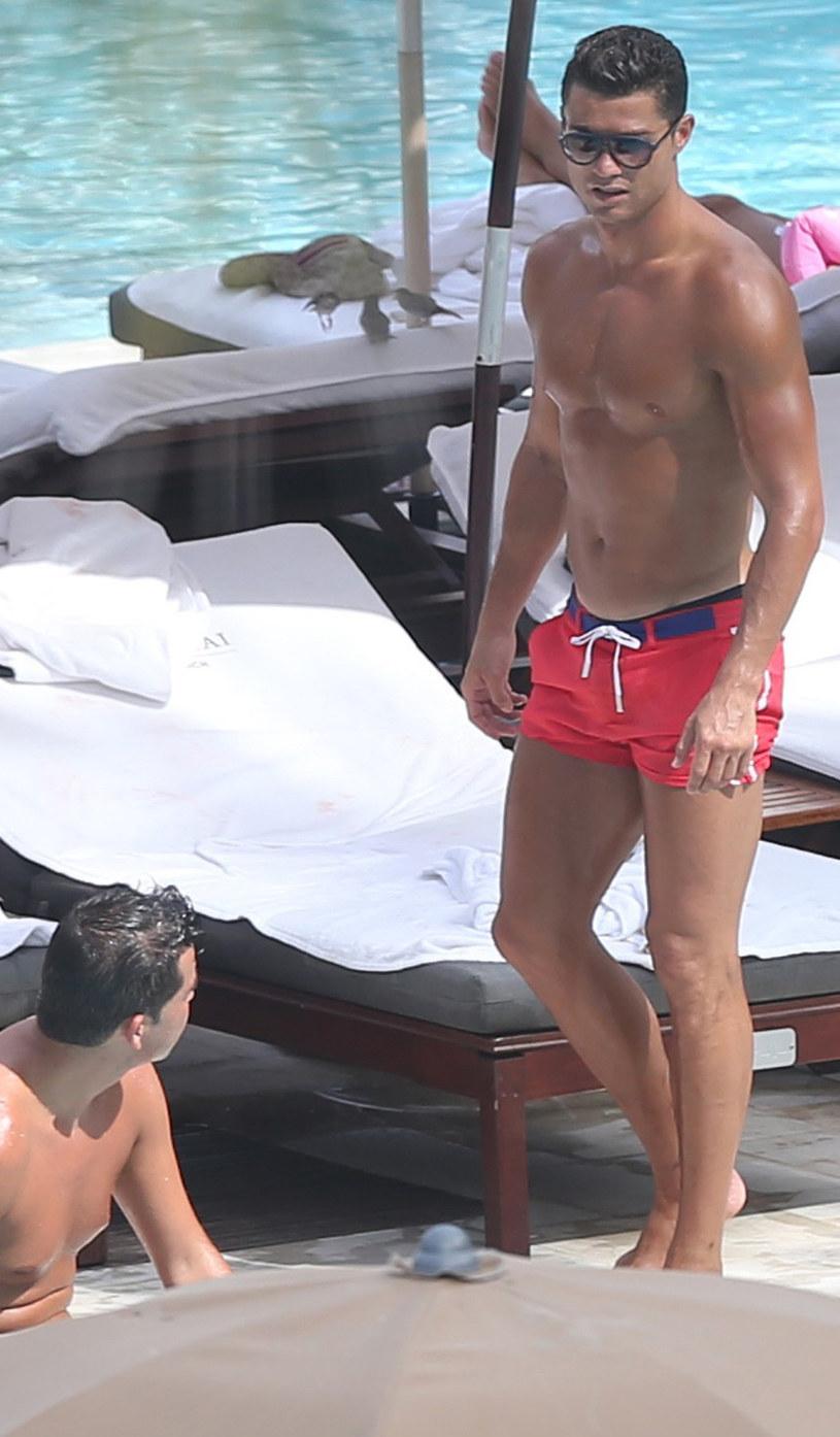 Cristiano Ronaldo z przyjacielem /Splash News /East News