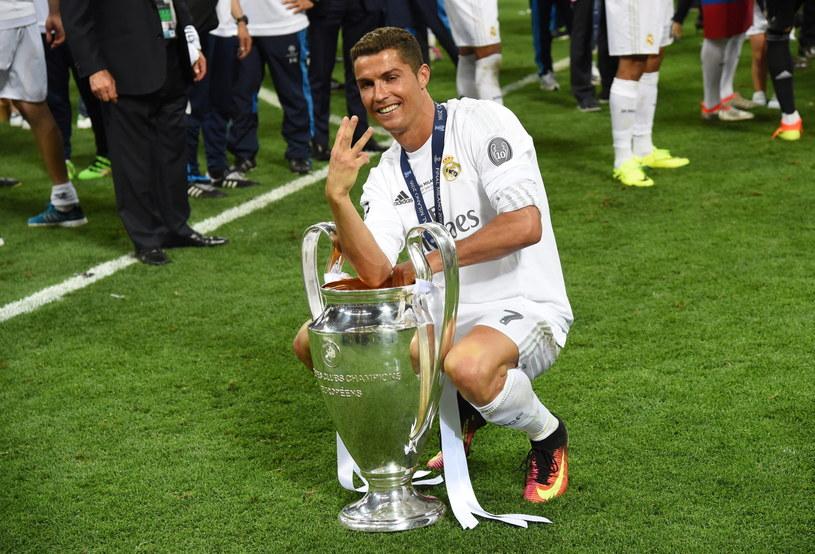 Cristiano Ronaldo z pucharem za triumf w Lidze Mistrzów /PAP/EPA