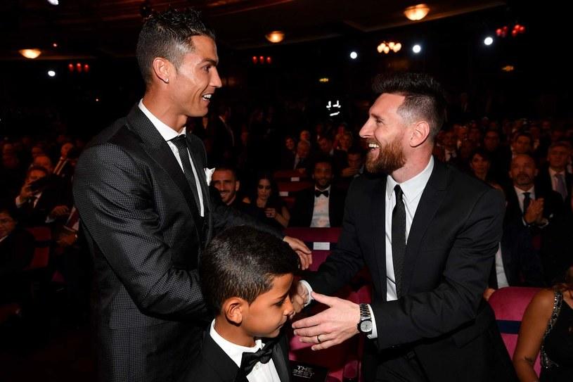 Cristiano Ronaldo z synem i Lionel Messi /AFP