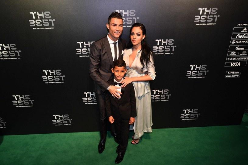 Cristiano Ronaldo z synem i partnerką Georginą Rodriguez /AFP