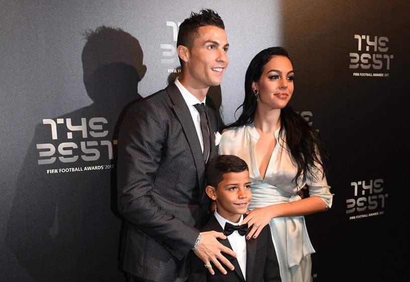 Cristiano Ronaldo ze swoją dziewczyną Georginą Rodriguez i synkiem Cristianem /AFP