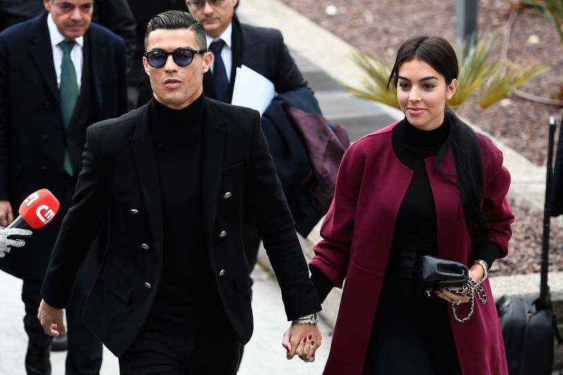 Cristiano Ronaldo ze swoją partnerką przed sądem w Madrycie /Getty Images