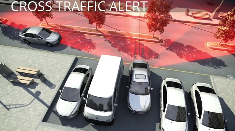 Cross Traffic Alert monitoruje przestrzeń z tyłu pojazdu /materiały prasowe