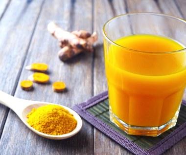 Cudowny napój - woda z cytryną i kurkumą