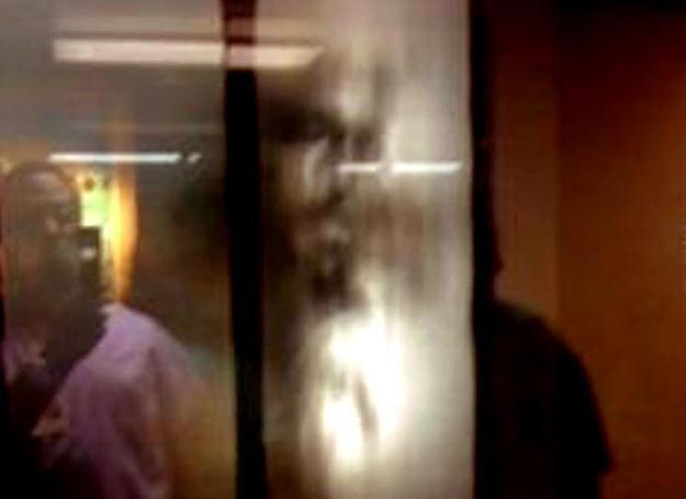 Cudowny obraz Jezusa na szybie okna w szpitalu w Orlando /MWMedia