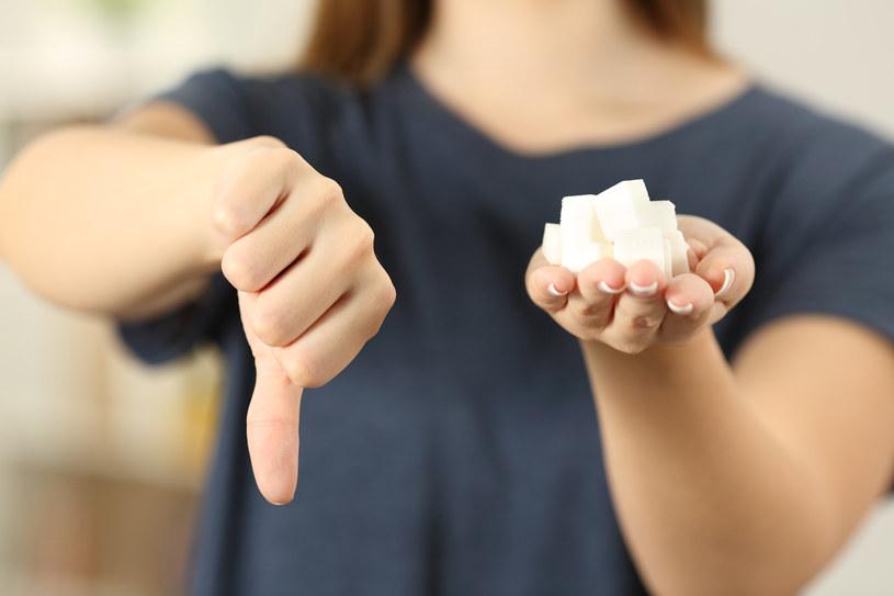 Cukier ma bardzo negatywny wpływ na zdrowie, lepiej go ograniczyć /123RF/PICSEL